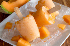 stock-photo-70923951-homemade-fresh-pureed-fruit-frozen-popsicles