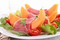 melon, prosciutto an cherry tomato